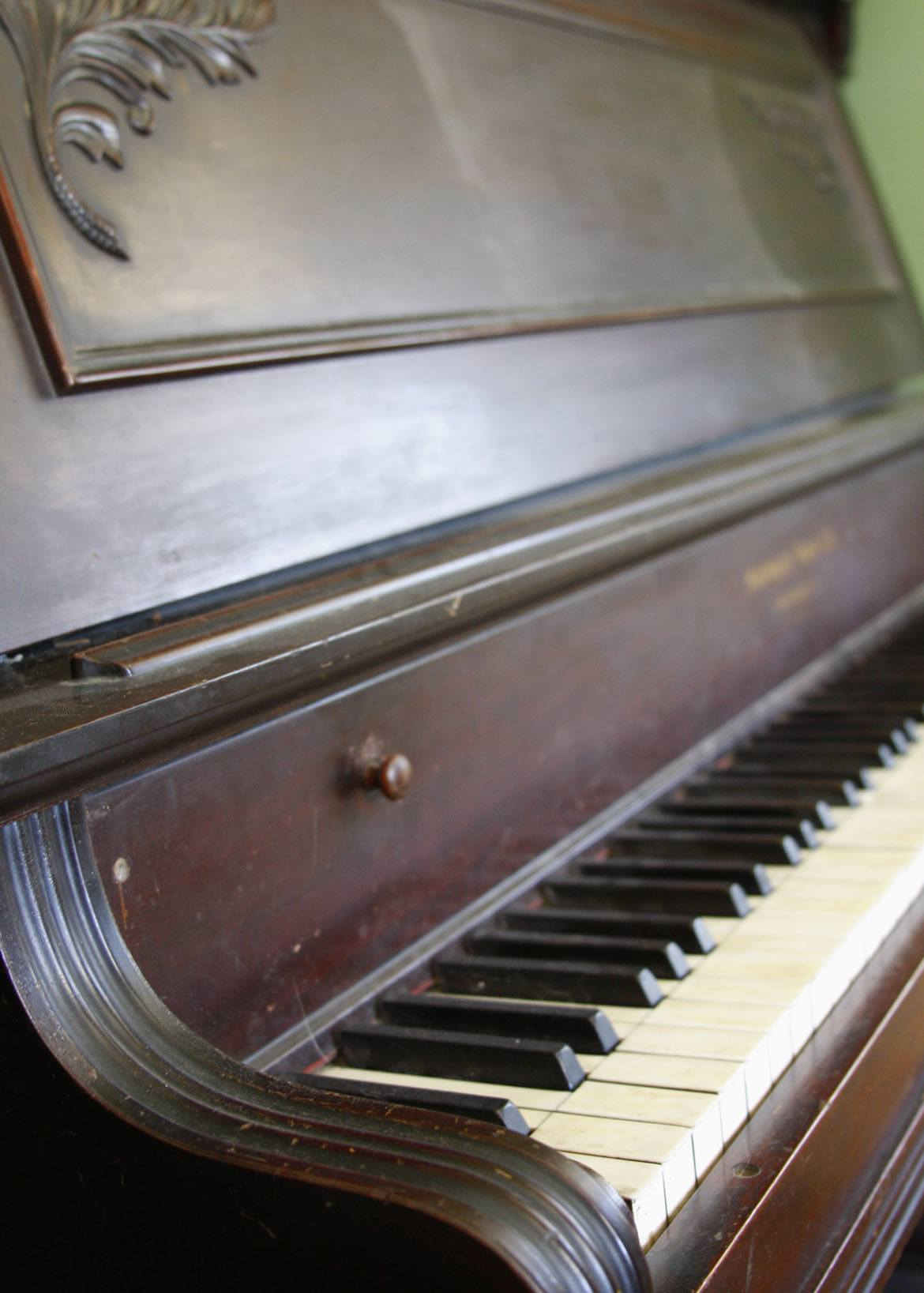 antique-piano-old-house